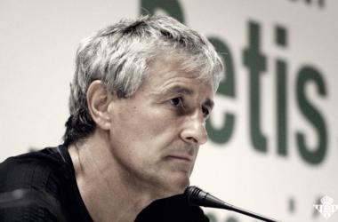 Quique Setién en rueda de prensa. / Fuente: Real Betis Balompié.