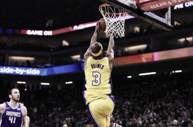 Los Ángeles Lakers cortan a Corey Brewer