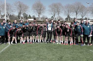Los chicos de la Sub-17 en el campo de entrenamiento / Foto: Twitter Selección española