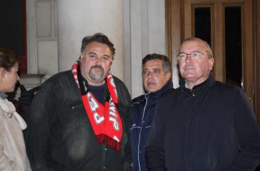Onolfo acompañado del concejal Jordi Cervera y el alcalde Pellicer | Foto: Ramon Tella (VAVEL)