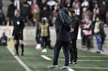 """Sarri elogia capacidade mental do Chelsea após vitória na UEL: """"Soubemos sofrer"""""""