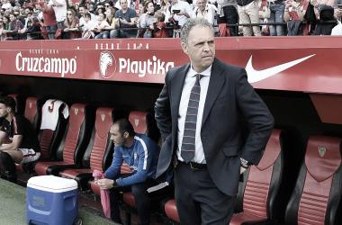 Caparrós en el banquillo | Foto: Sevilla FC