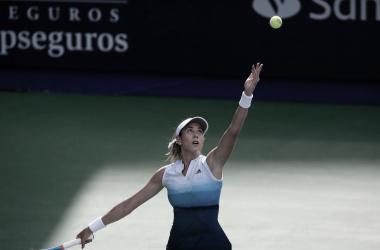 Muguruza apuntando al servicio | Foto: WTA