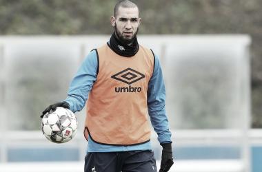 Por razão disciplinar, Bentaleb treina com Sub-23 e é dúvida para derby contra Dortmund