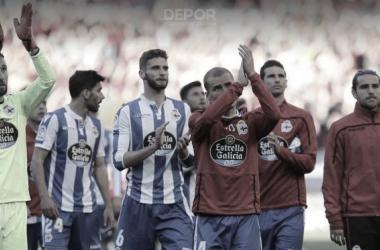 Los jugadores agradecen el apoyo de los aficionados desplazados a El Sadar // RCDeportivo
