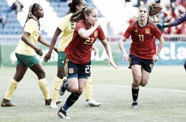 Irene Guerrero festeja su primer gol con la absoluta / Foto: @SeFutbolFem
