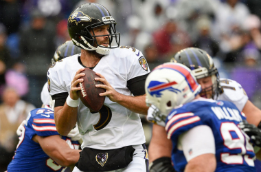 Joe Flacco looks for a receiver against the Bills (Photo: AP Photo/Nick Wass)