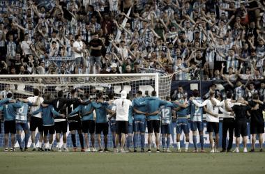 Los jugadores con la afición tras la eliminación | Foto. Málaga CF