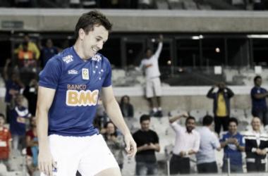 Dagoberto foi decisivo na vitória (Foto: Gualter Naves/Light Press/Cruzeiro)