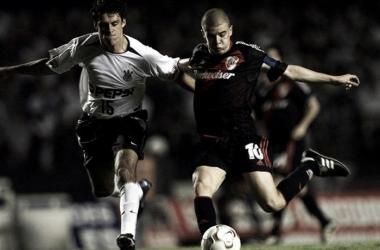 River vs Corinthians, el debut. En la imagen, D´Alessandro enfrentando al Timao en 2003 (Foto: Olé).