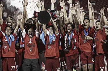 FC Dallas lift US Open Cup trophy. | Photo: MLS