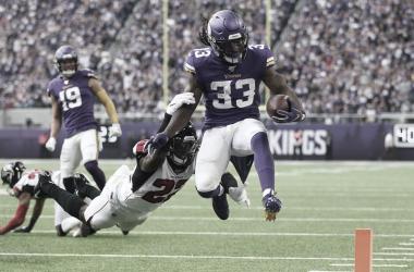 """<p class=""""MsoNormal"""">Dalvin Cook se escapa de Keanu Neal y anota el touchdown (Imagen: Vikings.com)</p>"""