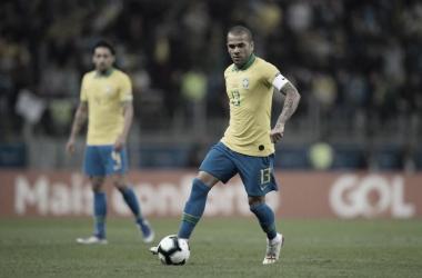 Fora da Copa do Mundo de 2018, Daniel Alves renasce na Copa América
