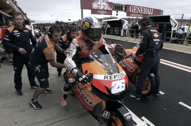 "Dani Pedrosa saliendo de ""pit-lane"" en Valencia. Fuentes: motogp.com"