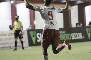 Vasco acerta contratação de Daniel Amorim, atacante do Tombense