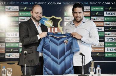 Manuel De Oliveira junto a Daniel Farías, nuevo entrenador del Zulia FC. Foto: Noticias al Día