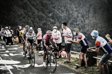 Daniel Martínez vence en Puy Mary Cantal y Rogličafianza el maillot amarillo