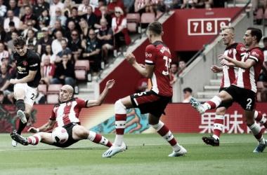 Daniel James faz golaço, mas United fica no empate com Southampton fora de casa