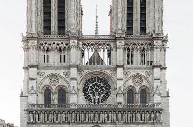 """<div style=""""text-align: start;""""><font color=""""#404040"""" face=""""Helvetica Neue, Helvetica, Arial, sans-serif"""" size=""""2""""><span style=""""caret-color: rgb(64, 64, 64); font-style: normal; background-color: rgb(255, 255, 255);"""">Fachada occidental de la Catedral de Notre Dame de Paría / Foto: Daniel Vorndran</span></font></div>"""