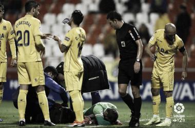 Dani Jiménez siendo atendido tras su lesión. Foto: LaLiga1|2|3