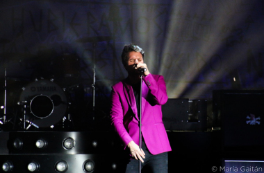 Dani Martín cantó 6 canciones de su repertorio para los medios presentes en la rueda de prensa. [Foto: María Gaitán]