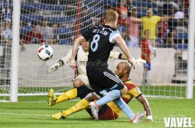 Chicago Fire Forward (8) Michael de Leeuw attempts to score against the Ft. Lauderdale Strikers US Open Cup match