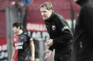 Darío Franco dando indicaciones a sus ex jugadores. Foto: FPT.