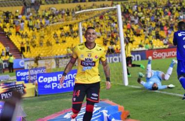 Jonathan Álvez celebra su segundo gol. Foto: Ángel Aguirre