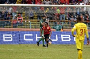 Jonny Uchuari celebrando su gol. Foto: Álex Vanegas