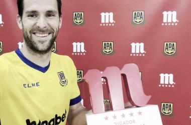 David Fernández recibe el premio a mejor futbolista de abril | AD Alcorcón