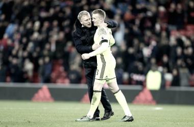 David Moyes con Jordan Pickford tras la victoria ante el Leicester City. Foto: Sunderland AFC