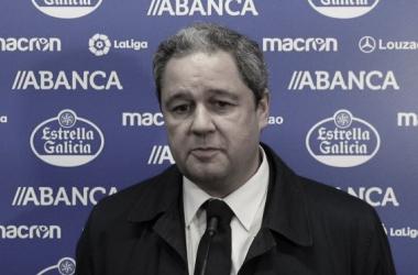 Tino Fernández atendiendo a los medios en Riazor // RCDeportivo