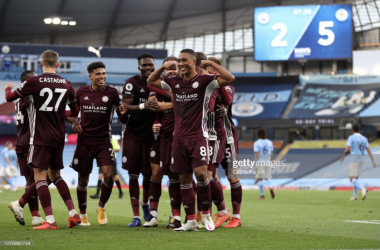 MANCHESTER, ENGLAND - SEPTEMBER 27: Youri Tielemans of Leicester City celebrates with teammates after scoring his sides fifth goal during the Premier League match between Manchester City and Leicester City at Etihad Stadium on September 27, 2020 in Manchester, England. Sporting stadiums around the UK remain under strict restrictions due to the Coronavirus Pandemic as Government social distancing laws prohibit fans inside venues resulting in games being played behind closed doors. (Photo by Catherine Ivill/Getty Images)