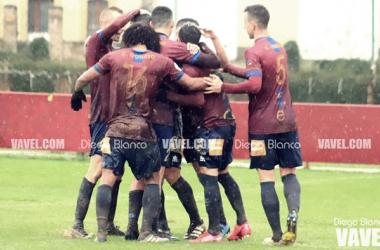 Los jugadores del Navarro celebrando un gol | Foto: Diego Blanco - VAVEL