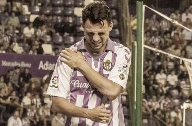 Óscar Plano se retira del partido por lesión   Real Valladolid