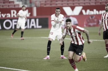 En-Nesyri lamentándose en una acción | Foto: Sevilla FC