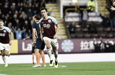 Burnley supera Istambul na prorrogação e garante vaga nos playoffs da Europa League