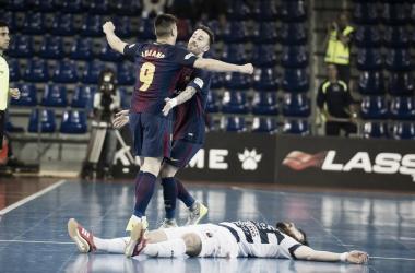 Lozano y Rivillos celebran uno de los goles ante la desesperación de Modrego | Foto: @FCBFutbolSala