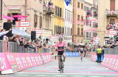Giro d'Italia 2018 - Yates in solitaria ad Osimo, è sempre più maglia rosa   Twitter Giro d'Italia