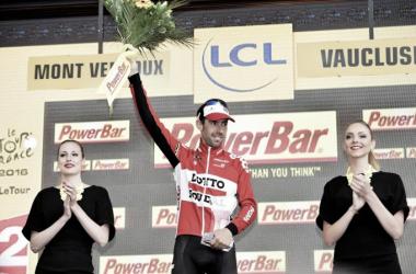 Thomas de Gendt en el podio celebrando su triunfo | Foto: Lotto Soudal