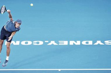 De Minaur passa por Simon e vai pela segunda vez consecutiva à final em Sydney