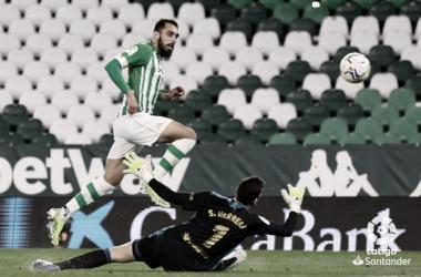 Borja Iglesias ante el Osasuna en el Benito Villamarín (20/21) | Foto: LaLiga