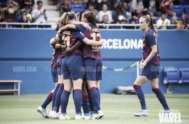 Las pupilas de Lluís Cortés celebrando un gol ante el Club Atlético de Madrid en la jornada 3 de la Primera Iberdrola | Foto de Noelia Déniz, VAVEL