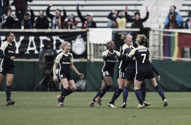 The North Carolina Courage players swarm Debinha to celebrate after she scored the go-ahead goal in their opening day match against the Portland Thorns FC. | Photo: @TheNCCourage
