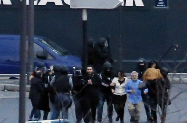 Les otages retenus par Amedi Coulibaly ont pu être évacués après la mort du Tireur de Montrouge, sain et sauf. (Photo Les Décodeurs).