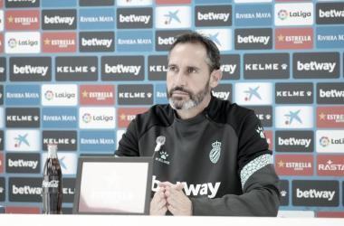 """Vicente Moreno: """"El CD Tenerife debería llevar más puntos y eso les hace más peligrosos"""""""