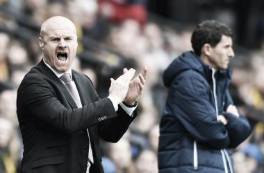 Dyche anima a sus jugadores durante el encuentro | FOTO: Burnley