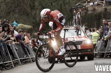 De Clerq disputando una contrarreloj de la Vuelta al País Vasco | Foto: Alberto Brevers - VAVEL