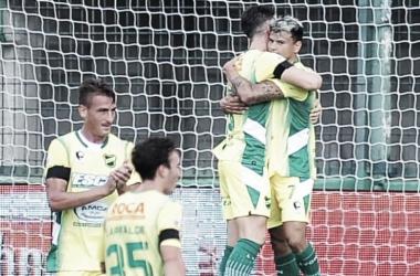 Abrazo de gol Foto:www.tycsports.com