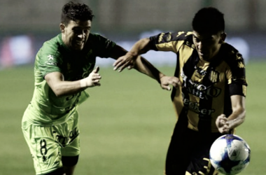 "Defensa... defensa‼ Les meten goles como panes. Lucharán para torcer ese ""Karma"" (Foto: Goal.com)"